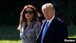 Predsjednik Donald Trump i prva dama Melania Trump uoči puta u Pittsburgh (Foto: REUTERS/Joshua Roberts)