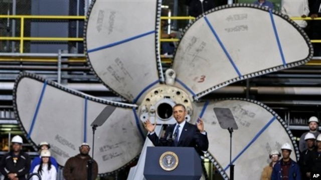 President Barack Obama addressubg shipbuilders about automatic defense budget cuts, Newport News Shipbuilding, Virginia, Feb. 26, 2013.
