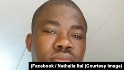 Un blogueur gabonais, arrêté en 2017 pour avoir projeté des vidéos hostiles au pouvoir dans un lieu public, a été libéré mardi après 17 mois de détention préventive, le 17 août 2017. (Facebook/Nathalia Ital)