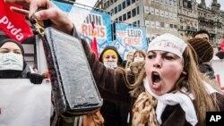 Demonstrasi buruh di Brussels, Belgia, untuk memprotes langkah penghematan pemerintah. (Foto: Dok)