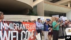 反對川普總統移民限令的人(資料圖)