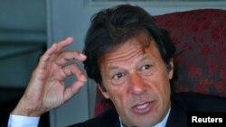 عمران خان وايي تر هغه به په اسلام اباد کې احتجاجي غونډې کوي چې د نوازشریف حکومت ړنګ کړی نه وي.