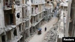 Nhiều tòa nhà bị phá hủy hoàn toàn trong khu vực do phe nổi dậy nắm giữ ở Aleppo, Syria, ngày 6/5/2016.