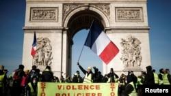 16 Şubat 2019, Paris, Fransa - Polis şiddetine karşı protesto