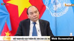 Chủ tịch nước Việt Nam Nguyễn Xuân Phúc phát biểu trực tuyến tại Thượng đỉnh COVID-19, ngày 22/9/2021 tại New York, Hoa Kỳ. Photo chụp từ VTV.