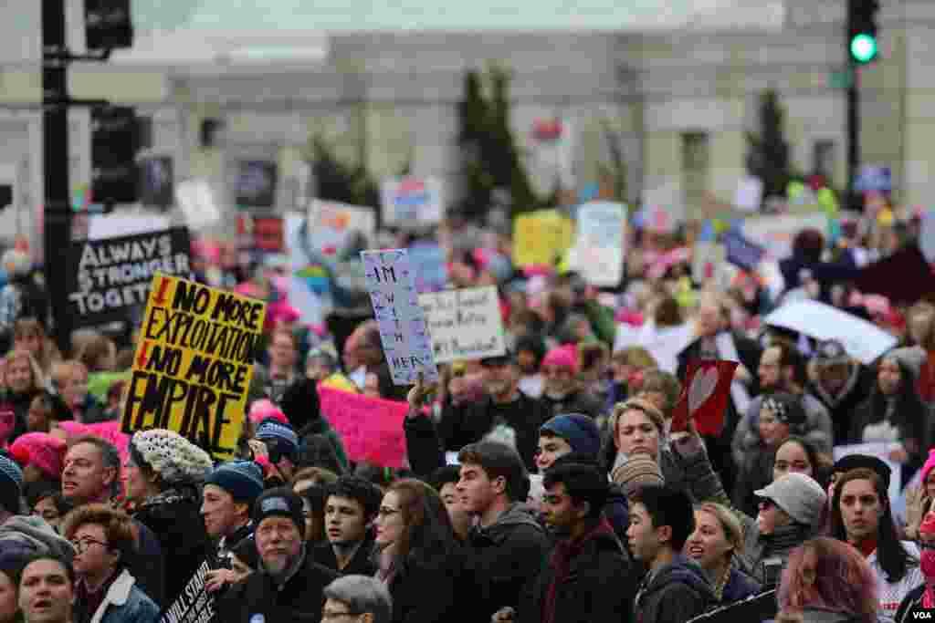 Марш женщин в Вашингтоне, США