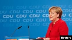 Angela Merkel vai a eleições em Setembro