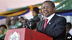 Tanzania's President Jakaya Kikwete delivers his speech in Dar es Salaam (File)