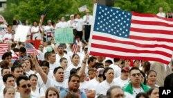 Statistik Biro Sensus yang dirilis hari Rabu (12/12) menunjukkan bahwa populasi Amerika akan lebih tua dan beragam secara rasial dan etnis pada 2060 (Foto: ilustrasi).