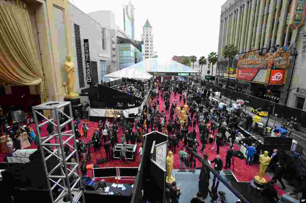 A general view as preparations are made for the Oscars awards ceremony at the Dolby Theatre in Los Angeles, California, March 2, 2014.