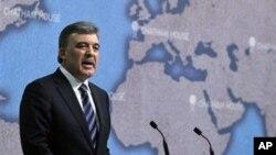 Turski predsjednik Abdullah Gul govori o međunarodnim odnosima Turske, u Londonu, 8. studenog 2010.