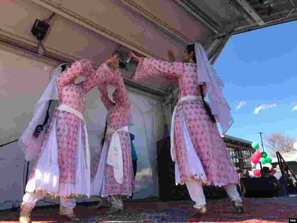 جشن نوروزی در شمال ویرجینیا و حومه واشنگتن. این مراسم با رقص و موسیقی همراه است.