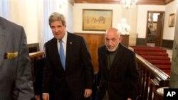 ABD Dışişleri Bakanı John Kerry ve Afganistan Devlet Başkanı Hamid Karzai