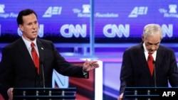Chapdan Rik Santorum va Ron Pol