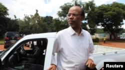 Former U.S. congressman Mel Reynolds arrives at Harare Magistrates court, Feb. 19, 2014.