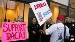1月3日加州為童年抵美暫緩遣返的DACA計劃支持者,抗議川普政策示威。(資料照)