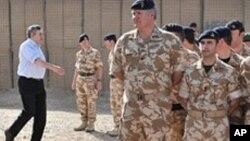 برطانوی وزیرِ اعظم گورڈن براؤن افغانستان میں