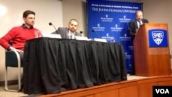 Мамука Церетели, Томаш Шмид и Эмиль Сулейманов на конференции по Чечне в университете Джонса Хопкинса, Вашингтон