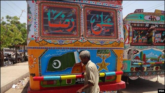 کراچی کی بسیں