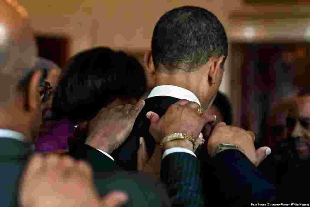 Lors d'une prière matinale, le président Obama a rencontré des membres du clergé à la Maison-Blanche, le 6 avril 2010. (White House/Pete Souza)