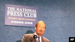 人口研究所所长毛思迪(Steven W. Mosher)在世界70亿人口日批评中国一胎政策