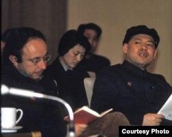梅兆赞(左一)与姚文元