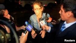 Lori Berenson en 2011 viajó a EE.UU. con un permiso especial y luego regresó a Perú donde terminó de cumplir su condena en una casa bajo vigilancia en Lima desde el 2010, tras recibir la libertad condicional al cumplir tres cuartas partes de su condena.