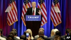ຜູ້ສະໝັກປະທານາທິບໍດີ ສັງກັດພັກ Republican ທ່ານ Trump ກ່າວ ທີ່ໂຮງແຮມ Soho ໃນນະຄອນ New York, 22 ມິຖຸນາ, 2016.