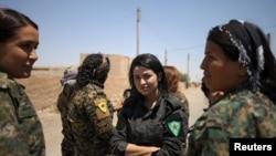 Des combattantes syriennes contre le groupe Etat islamique, à Raqa, le 9 juin 2017.