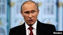 """Putin dijo que cualquier plan que no esté encaminado a promover conversaciones entre las dos partes es """"impracticable""""."""
