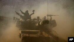 Tentara Israel melakukan latihan militer di dataran tinggi Golan di wilayah Israel (19/10).