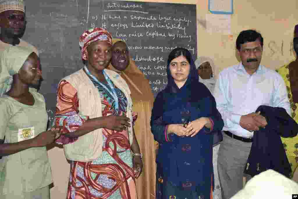 دیدار ملاله یوسف زای، فعال پاکستانی از مدرسه ای در نیجریه