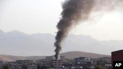 Những cột khói bốc lên từ một đám cháy trong một cuộc chạm súng giữa cảnh sát và các chiến binh PKK ở thị trấn Silopi, đông nam Thổ Nhĩ Kỳ.
