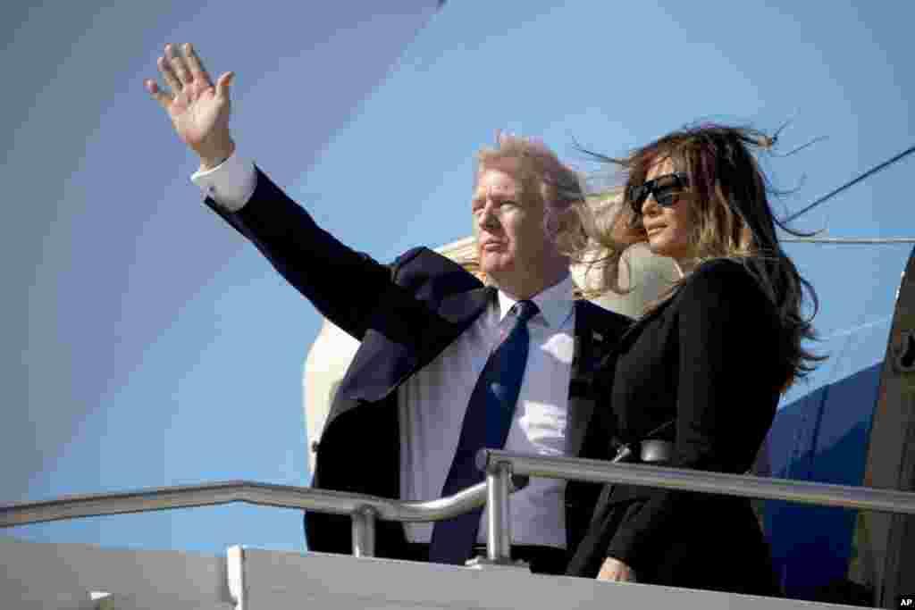 美國總統川普與第一夫人梅拉尼亞結束韓國之旅,在南韓平澤的烏山空軍基地登上空軍一號,啟程前往北京(2017年11月8日)