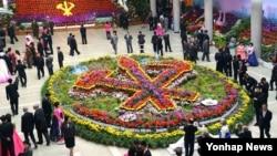 북한 당 창건 70주년 기념 김일성화·김정일화 전시회가 지난 8일 평양에서 개막했다고 조선중앙통신이 보도했다.