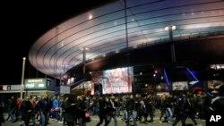 El estadio Stade de France donde se llevaba acabo el partido entre Francia y Alemania fue evacuado de inmediato.