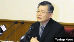 북한에 억류 중인 캐나다 국적 한인 임현수 목사가 지난해 7월 인민문화궁전에서 내외신기자회견을 가졌다. 조선중앙통신 보도. (자료사진)