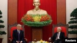 Tổng thống Mỹ Donald Trump gặp Tổng bí thư Nguyễn Phú Trọng tại Hà Nội cuối năm ngoái.
