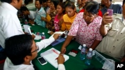Supporters of National Rescue Party gather to give their thumbprint at the party's office in Phnom Penh, Cambodia, July 31, 2013, as they complain that their names were not in the voting lists of July 28 election.