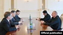 Prezident İlham Əliyev və ABŞ Dövlət katibinin müavininin müşaviri Corc Kent görüşüb