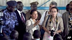 US Ambassador to the United Nations, Dr. Susan Rice, center, delivers remarks to a group of southern Sudanese police cadets during a visit to the Rajaf police training academy, 07 Oct. 2010