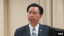 台灣外長吳釗燮在立法院接受質詢(美國之音張永泰拍攝)