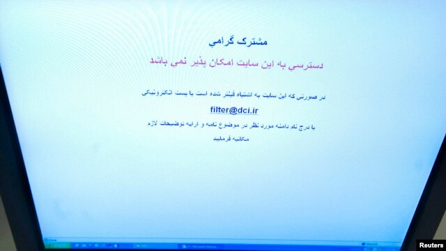 A Farsi text alerts a computer screen alerts an Internet user trying to log onto social networking site Facebook in Tehran that access to this site is not possible, May 25, 2009 photo.