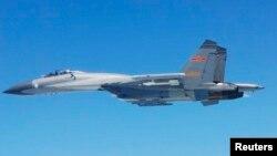 Máy bay chiến đấu SU-27 của Trung Quốc bay ngang Biển Hoa Đông. (Ảnh do Bộ Quốc phòng Nhật Bản công bố ngày 24/5/2014)