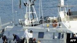İtaliyanın cənub adası Lampedusa mühacirlərlə dolubdur (video)