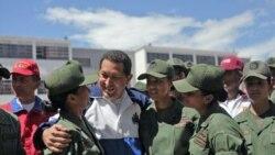 هوگو چاوز در حال گفتگو با سربازان در آکادمی نظامی در کاراکاس - ۷ ژوییه ۲۰۱۱