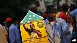 África do Sul: Líder juvenil do ANC suspenso por 5 anos