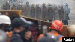 Venezuelan National Guard members take position while clashing with demonstrators rallying against Venezuela's President Nicolas Maduro in Caracas, Venezuela, June 6, 2017.