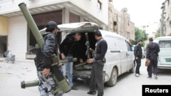 Сирийские боевики. Пригород Дамаска. 10 апреля 2013 г.
