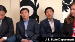 미국 국무부가 인터뷰 프로그램인 '인권영웅들'에서 북한에 정보를 보내는 활동을 하고 있는 탈북인 박상학(오른쪽), 박정오 형제를 소개했다.